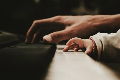 De-intuïtieve-meester-pianist-10
