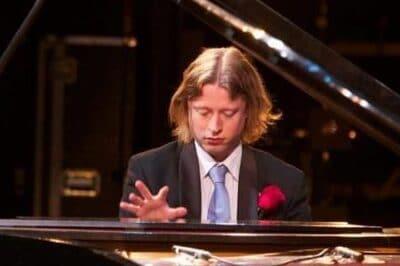 Pianist-Formidable6