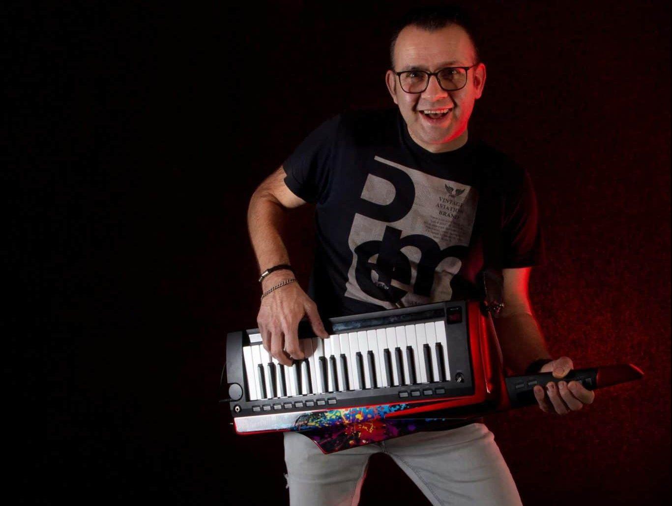 One man band Keytar en Zang 2020