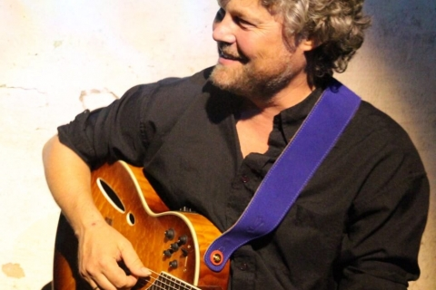 De Balladier - Zanger en Gitarist (2)