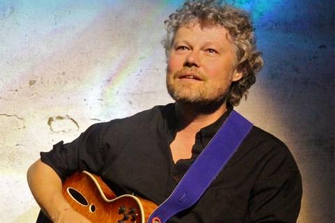 De Balladier - Zanger en Gitarist (4)