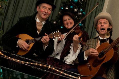 Dickens Troubadour Trio (5)