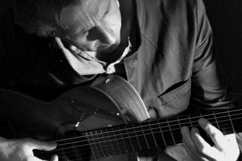 Gitarist-zanger mooie sfeermuziek (2)