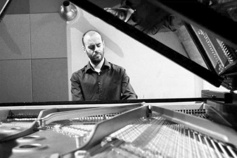 Klassiek pianist Alfons (1)
