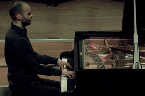 Klassiek pianist Alfons (3)