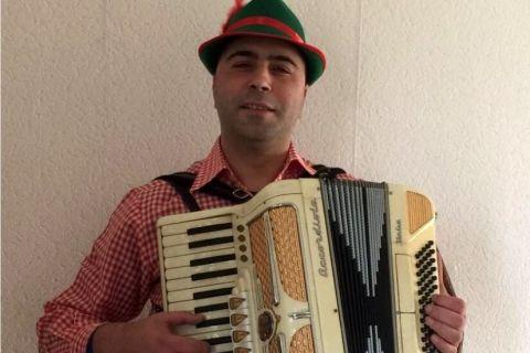 Mobiele accordeonist Florin (1)