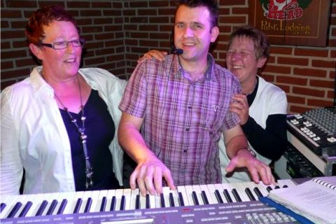 One-man Band Keyboard en Zang