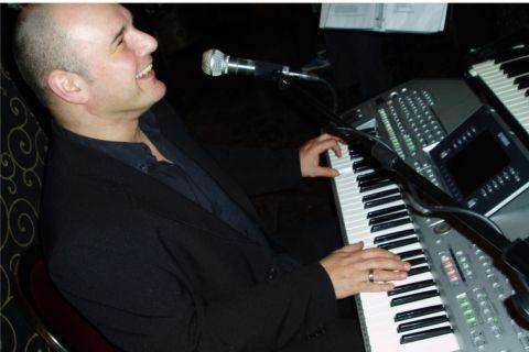 One-man Band Toetsenist, Zang en Entertaining
